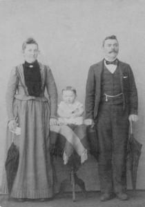 Maria Simon e José Dametto com o primeiro filho, Roberto Angelo.