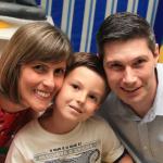 Sidiane Sbeghen e Jairo Gustavo Dametto com o filho Augusto.