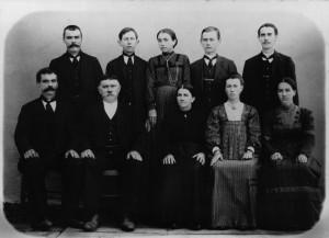 Família de Angelo e Luigia Angela Dametto. Sentados: Ferdinando, Angelo, Luigia Angela, Magdalena e Cecília. Em pé: José, Giosuè, Joanna, Vitorio e Valentim.