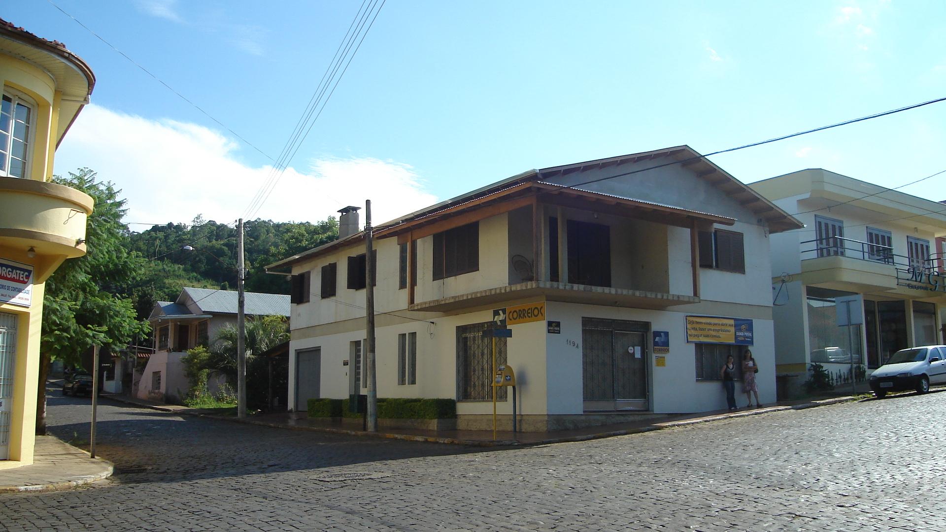 Correios de Anta Gorda. Nesta esquina ficava a casa onde morou a família de Victor Dametto de 1954 a 1957.
