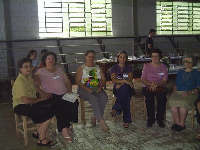 Irmãs Amélia, Justina, Maria e Catarina Dametto Roversi, entre Ilda Roversi e Carmelinda Parisotto.