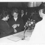 Irmã Amélia Dametto. Profissão Perpétua (com a Ir. Silene Dametto colocando-lhe o anel), dia 4 de março de 1973, na Igreja São Cristóvão, Passo Fundo – RS.