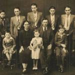 Família Cecília Dametto e Ricardo Baseggio. Sentados: Nelson, Cecília Dametto, Inês, Ricardo Baseggio e Delvo. Em pé: Alcides, Ivo, Armelindo, Angelo, Armando, Orlando e Devino.