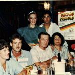 Sentados: Sandra Maria Zanon e Rui Dametto, Adelino Dametto e Maria Santina Bertotto. Atrás: Eliane Dametto e partner – no Galpão Crioulo.