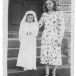 Elzira Dametto e madrinha Maria Santa Dametto no dia da primeira Eucaristia. Anta Gorda - RS, c. 1955.