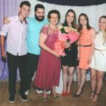 Maria Fontana Dametto, 80 anos, com netos e netas: Elias, Cássio, Tainá, Kátia e Marina.