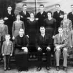 Família José Dametto completa (por volta de 1938) 1a fila: João, Maria e José, Fidélis, Orestes. 2a fila: Antonio, Orelia, Angelina, Filotéa, Rosa. 3a fila: Angelo, Roberto, Elias, Francisco, Victor.