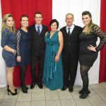 Márcia, Daniela, Mateus, Nair (mãe), Sadi Divino (pai) e Adriana Dametto.