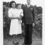 Fidélis Dametto e Sibilla Malaggi Dametto com a filha Hilda Catarina, que veio a falecer aos 4 anos de idade (24/11/1946 - 15/07/1951).
