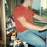 José Antonio Dametto dirigindo ônibus da Destur, c. 1999.