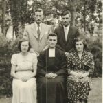 Família Giosuè Dametto. Na frente: Olga, Lírio e Sabina. Atrás: Adelino e Olívio. Noviciado no Colégio Marista de Veranópolis – RS, 08/12/1954.