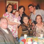 Primeiro aniversário de Marina Dametto. Sentados: Adelino Dametto, Maria Santina e Eliane Dametto. Atrás: Andreia (com Marina no colo), Deliza Dalmagro e Marcelo Dalmagro Dametto.