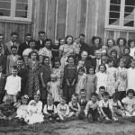 Netas e netos de José Dametto e Maria Simon Dametto (no centro), no dia 09/02/1957 – Bodas de Ouro.