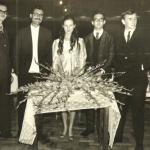 Maria Regina Dametto – 15 anos: Hélio Braga, Lírio Dametto, Maria Regina, Deoclécio Braga e Roque Morais.
