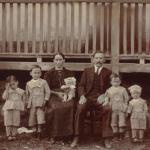 Cecília Dametto e Ricardo Baseggio com cinco filhos pequenos: Armelindo, Armando, Angelo, Ivo, Orlando.