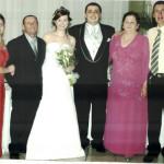 Casamento de Rudimar e Viviane Steffani entre os pais Domingos e Lourdes Chies Steffani e, nas extremidades, o casal Rosimeri Steffani e Jandir Canal.