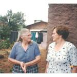 Visita de Fermina e Artemio Zanatta a Tapejara em fevereiro de 2001. Sítio que pertenceu à família de Riccieri Zanatta, hoje com outros moradores.