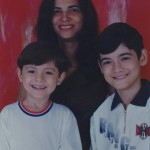 Clemar da Silva Dametto com os filhos         Luciano (*28/04/1992) e Marcos (*12/05/1986).