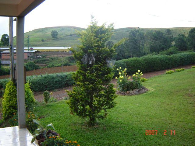 Jardim da casa de Zeferino Stello, filho de Angelina Dametto Stello.