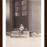 José Bruno Chies, na porta da casa na rua Marechal Floriano 1495, esquina com a rua Tronca (Caxias do Sul).