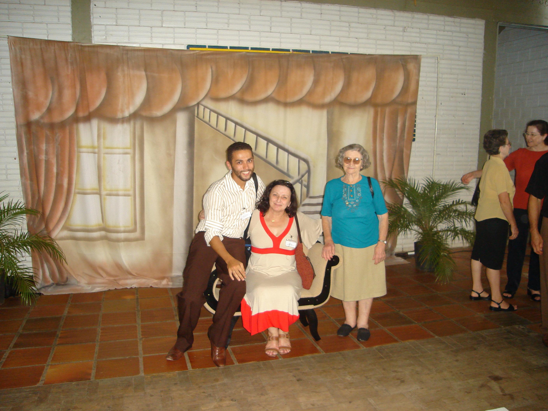 André Luiz Dametto, sua mãe, Nair, e avó, Carmelinda Parisotto Dametto. Ao lado, irmãs Amélia e Elzira Dametto.