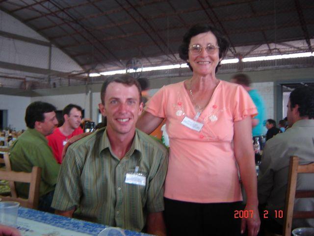 Márcio Stello, neto de Angelina Dametto, junto com sua mãe, Nilde Lodi.