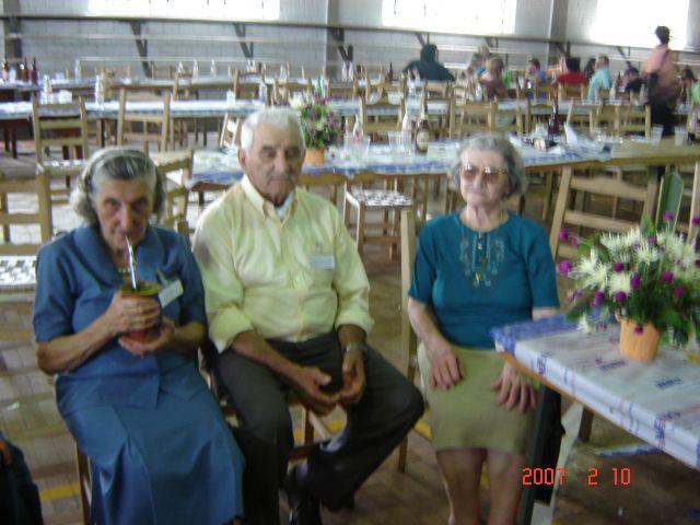 Tia Maria Slaviero Parisotto e irmãos Agostinho e Carmelinda Parisotto.