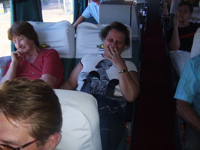 Pascoalina Dametto e Maria T. Dametto Roling, no ônibus.