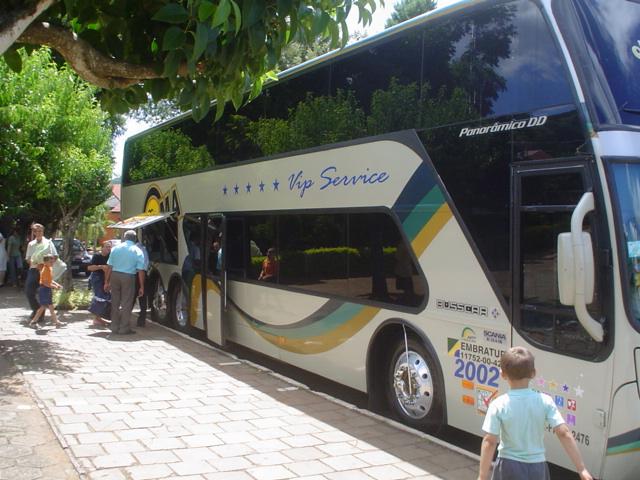 Chegada do ônibus na Praça de Anta Gorda, RS.