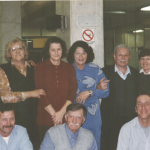 Despedida de Cristina Riedi e Renzo Negri no Aeroporto Salgado Filho, transportados pela Destur, c. 1999. Na frente: Alberico, Adelino e Mocellin. Atrás: Lírio A. Dametto, Cristina Riedi, Carmen Riedi, Maria Santina B. Dametto, Renzo, Deliza D. Dametto.