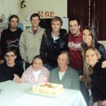Amélia Teló Dametto com netos e netas - 85 anos no dia 01/05/2012.