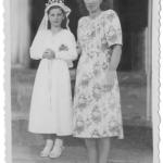 Catarina Dametto com a madrinha tia Orélia Dametto, primeira Eucaristia na igreja matriz de Anta Gorda - RS.