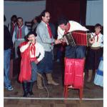 Tiago Valentim Dametto cantando ao som da gaita de seu pai, Claudio Luiz Dametto.