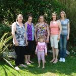 Maria Hermínia Teló Dametto, com as filhas Justina, Mônica, Mirian e Marivane e a bisneta Maria Eduarda.