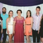 Maria Fontana Dametto, 80 anos, com netas e netos: Luana, Cassio, Marina, Kátia, Elias e Tainá.