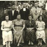 Família Giosuè Dametto. Na frente: Olga Dametto, Assumpta Zanatta, Sabina Dametto, Teresinha Riedi. Atrás: Olívio, Lírio e Adelino Dametto.