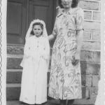 Lourdes Anna Dametto com madrinha Rosa Dametto no dia da primeira Eucaristia. Anta Gorda - RS.
