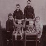 Seis filhos de Cecília Dametto e Ricardo Baseggio. Em pé: Angelo, Armando, Armelindo e Ivo. Sentados: Orlando e Devino.