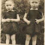 Gêmeos Irineu e Inácio Zaro, filhos de Sabina Dametto e Pedro Zaro, nascidos no dia 05/01/1949.