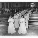 Silene Maria Dametto (primeira à esquerda), no dia da consagração à vida religiosa carlista scalabriniana, igreja São Pelegrino, Caxias do Sul - RS.