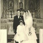 Casamento de Teresinha Riedi e Delfino Cichelero na antiga capela São Silvestre, Linha Doze. Aia: Maria Regina Dametto.
