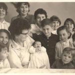 Thereza Dametto Chies com netos. Caxias do Sul, 1965.