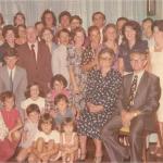 Thereza Dametto e João Chies Primo, com netos nos 50 anos de casamento.