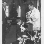 Zeferino Candido Stello, primeira Eucaristia na Paróquia de Anta Gorda. Padrinho: seu pai; celebrante: Pe. Bruno Pariz.