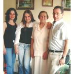 Fermina Zanatta e sua bisneta Aline entre Cristiane Mazaro Leão (neta) e seu marido Marco Leão.
