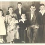 Família Fermina Zanatta e Artemio Domenico Mazaro: Inês, Fermina com Maria de Lurdes no colo, Onofre, Vicente, Artemio e Pedro Paulino. (João Luiz, primeiro filho, faleceu com poucos dias de vida).